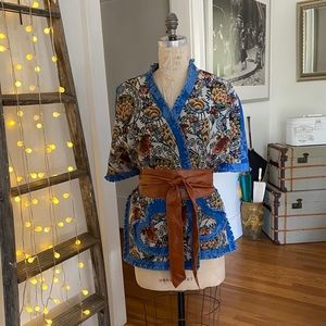 NWOT-Tapestry and blue fabric short sleeve wrap
